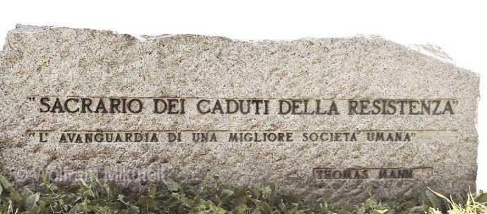 Thomas-Mann-Zitat am Eingang zum Campo della Gloria in Turin - Foto: @ Wolfram Mikuteit