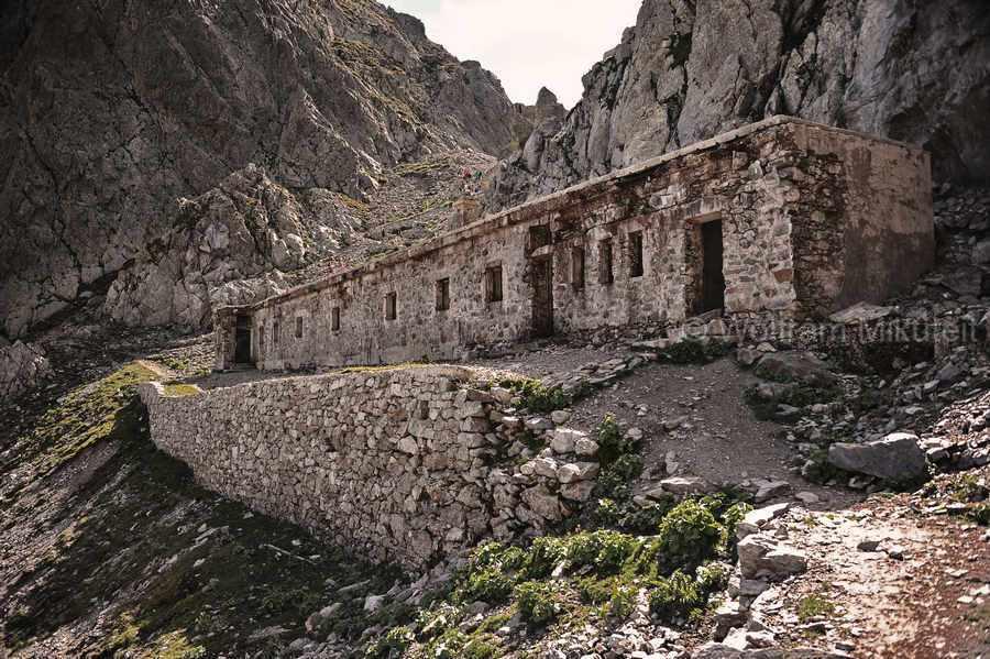 wenige Meter unterhalb des Colle di Finestra - 2.474 m, mit ehemaliger italienischer Militärunterkunft - Foto: © Wolfram Mikuteit