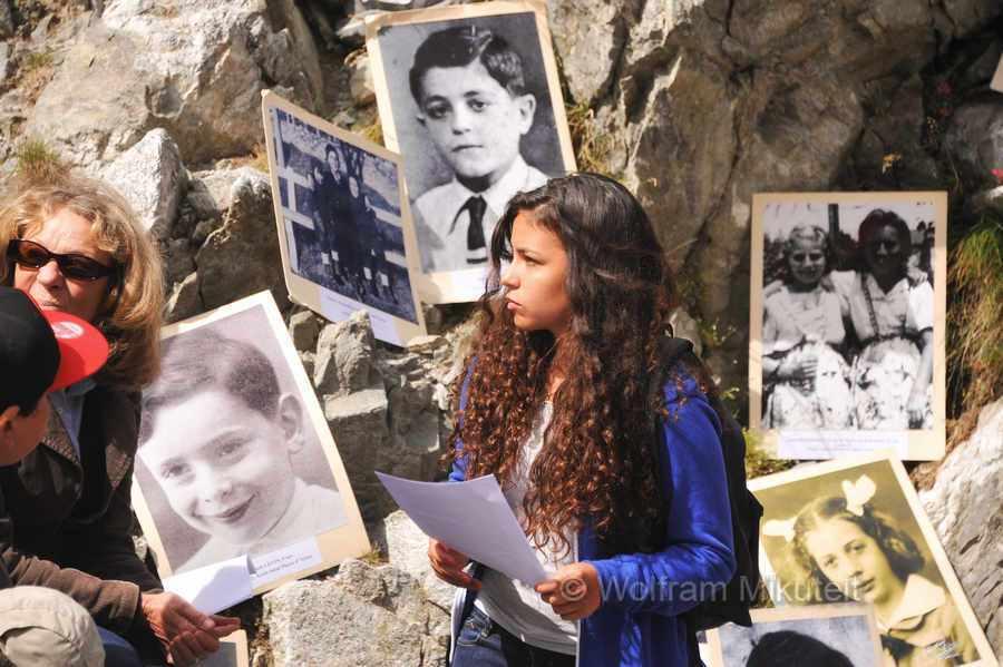 Colle di Finestra - 2.474 m - bei der Gedenkveranstaltung wurden die Namen der Kinder, die diesen Exodus miterleben mussten, verlesen - Foto: © Wolfram Mikuteit