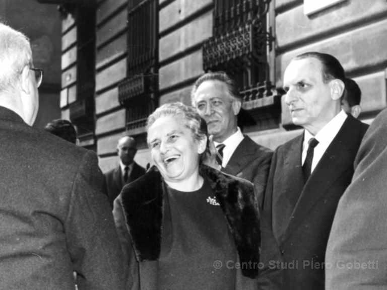 Mit dem italienischen Staatspräsidenten Giuseppe Saragat (links), Franco Antonicelli und Norberto Bobbio 1966 vor dem Centro Gobetti in der Via Fabro, Turin. Mit freundlicher Genehmigung: © Centro Studi Piero Gobetti