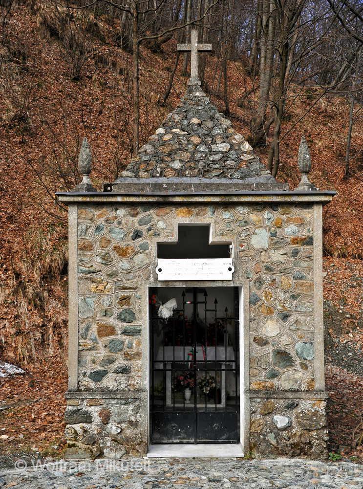 """Kapelle für die """"Martiri della Benedicta"""" - Foto: © Wolfram Mikuteit"""