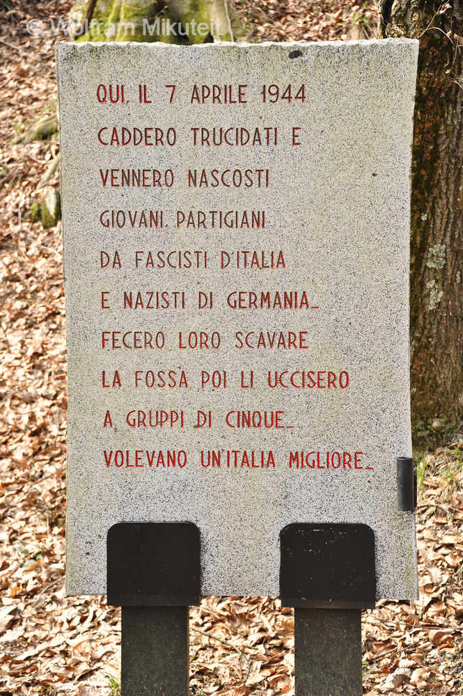 """Gedenktafel zu den Erschießungen vom 7. April 1944, """"Parco della Pace"""", Benedicta - Foto: © Wolfram Mikuteit"""