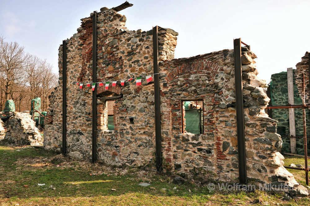 "Ruinen der Capanne di Marcarolo, ""Parco della Pace"" in Benedicta - Foto: © Wolfram Mikuteit"