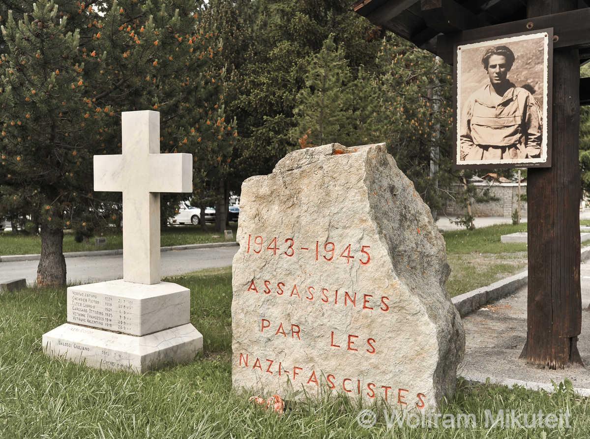 Gedenkstätte vor dem Friedhof von Cogne - Foto: © Wolfram Mikuteit