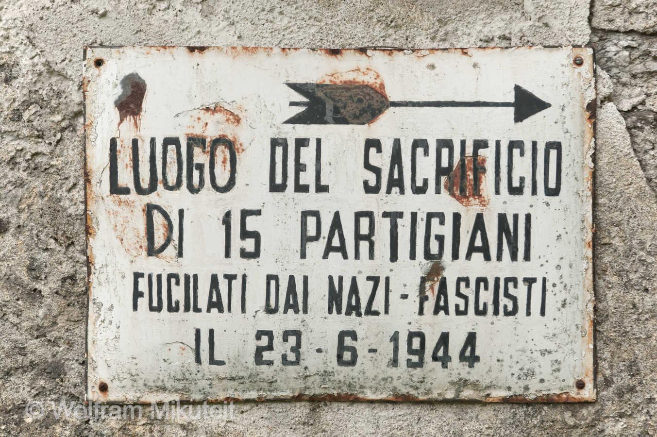 Finero, Hinweisschild am Friedhof