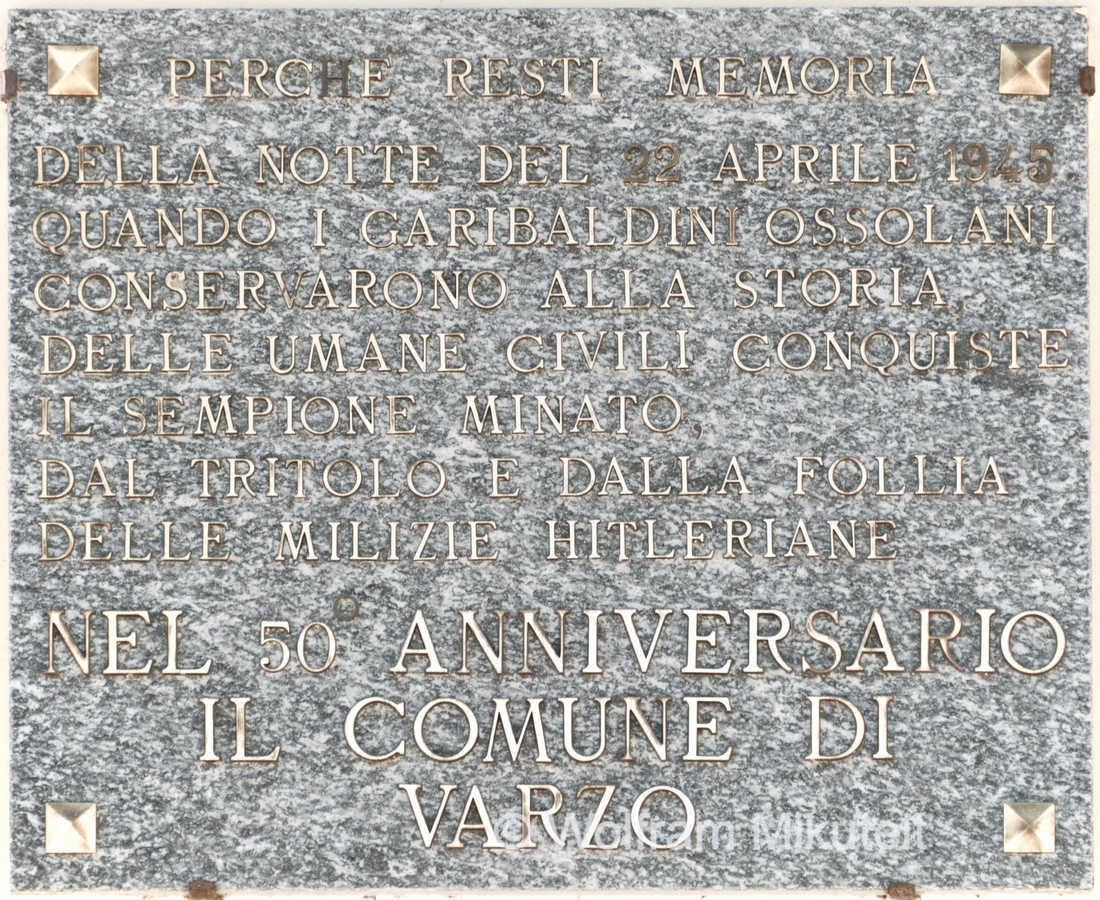 Gedenktafel am Bahnhof von Varzo