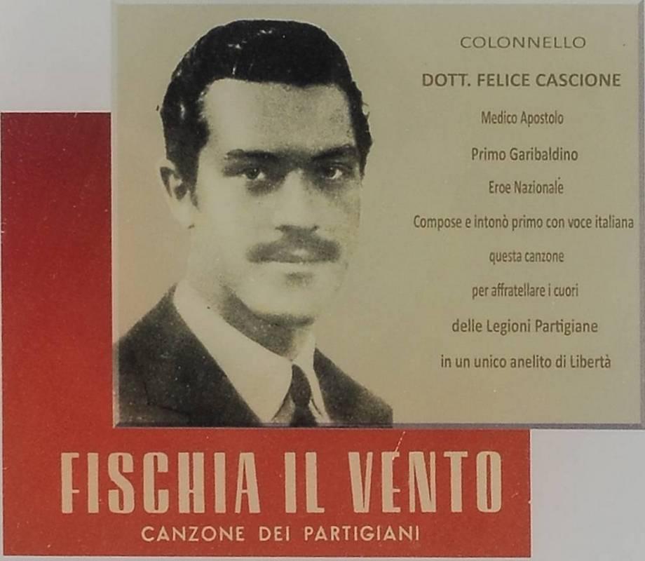 Hinweistafel für Felice Cascione an der Kirche von Alto, Piazza San Michele - Foto: © Wolfram Mikuteit