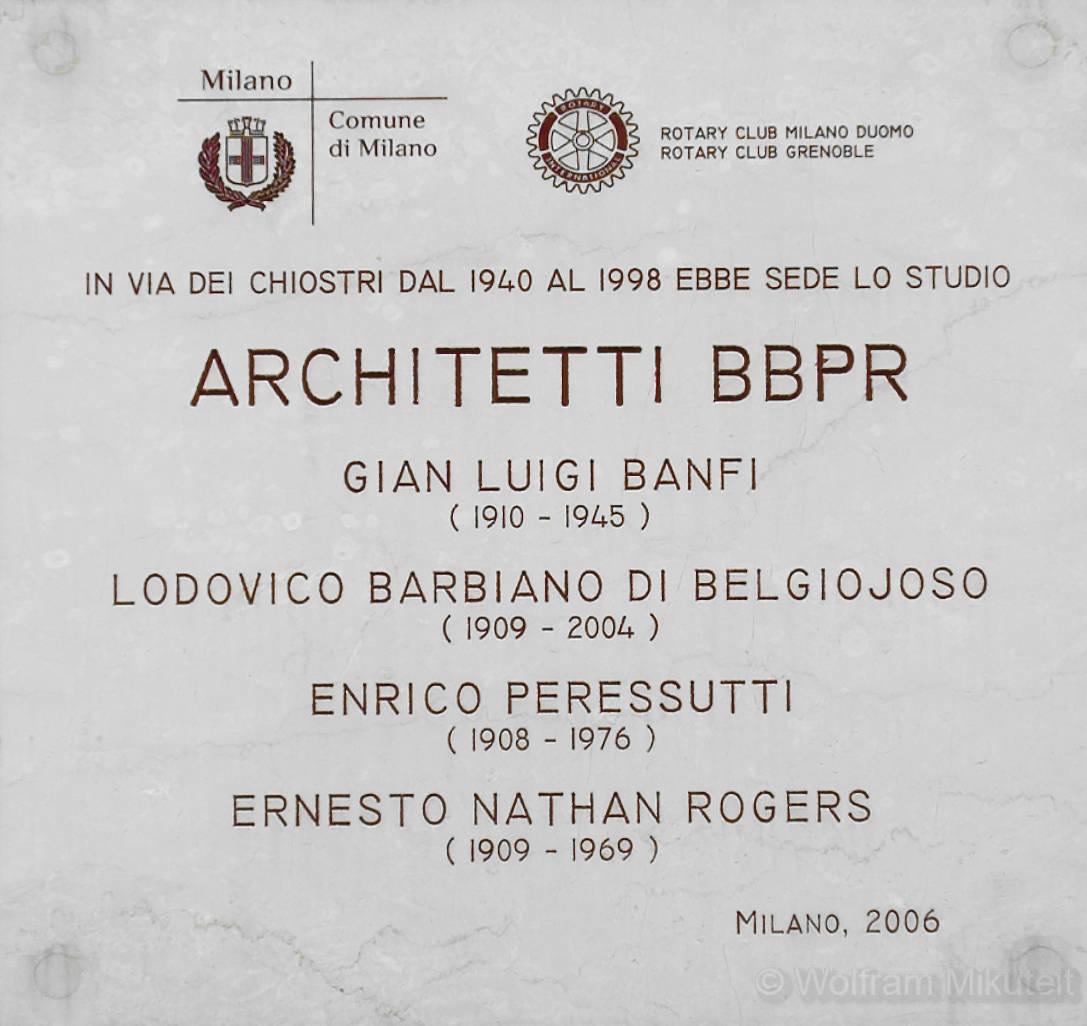 Tafel am Büro der Architekten BBPR in der Mailänder Via Dei Chostri – Foto: © Wolfram Mikuteit